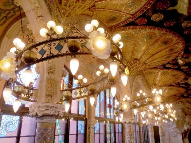 ホールのライト天井